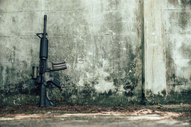 Cheap AR Optics Mounted to AR-15 Gun